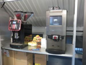 Kaffe, te og kakao var tilgjengelig gratis. Foto: FrankO/Aperopet.no